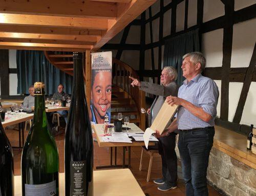 Gelungene Weinprobe und Versteigerung von Württemberger Spitzenweinen